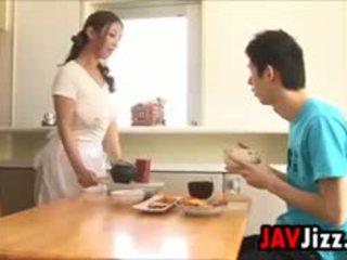 Hardt japansk kuk moro i den kjøkken