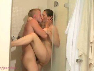 Mutter hd dusche sex für milf mit jung lover