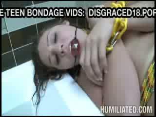 Binding jente gets leketøy knullet før bj