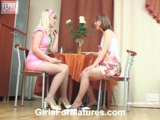 Silvia en inessa pussyloving mama binnenin procédé
