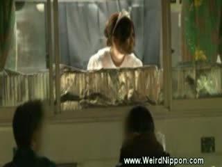 Japans hotdog meisje gets geneukt op zen hondjes