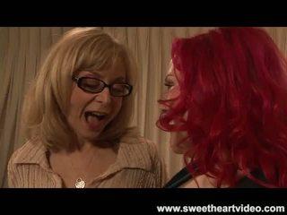 Nina hartley fucks en stora vackra kvinnor readhead til de båda cum