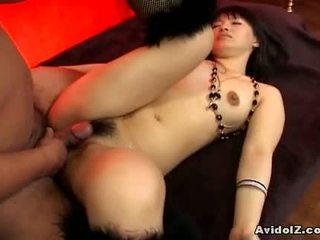Akane ozora gets të dy i të saj holes fucked1