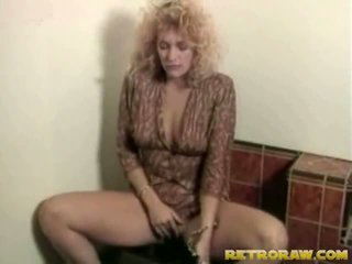 Lesbos sisse the washroom