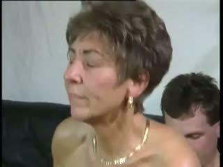 Tante: fria grannyen & gammal & ung porr video-