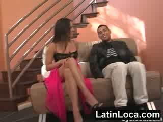 Columbian chica zoçkë fucked në the stairs