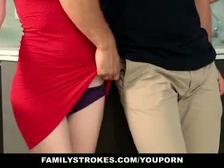 Familystrokes - trinn sister sucks og fucks bror under thanksgiving dinner