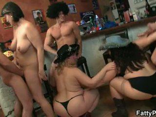 Nagy cicik csoport buli szex
