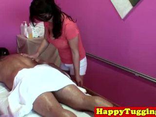 Malaki titted asyano tugging masseuse
