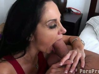 Oustanding bust donker haired ava adams gives kisser baan
