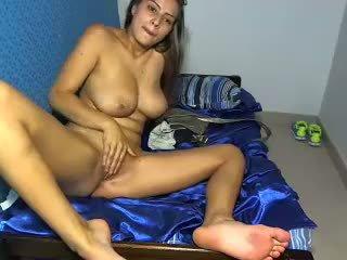 Amateur latina riesig brüste