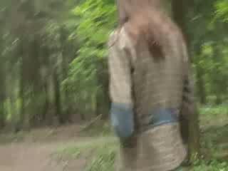 Openlucht zuigen piemel in de bos