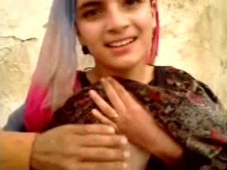 الباكستانية فتاة عرض كل شىء