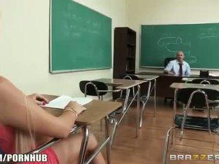 Arrapato big-tit studente alexis ford dreams di scopata suo insegnante