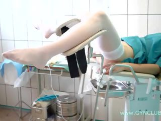 Tini lány tovább egy nőgyógyászat szék. teljesen inspection! (34)