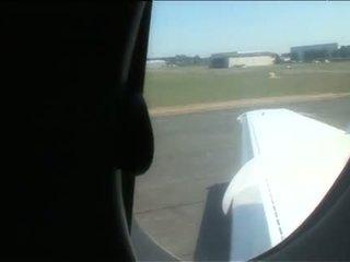 Sarah twain and yasmine dört adam fun in a plane