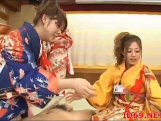 Japānieši av modele pakaļa sagrupētas