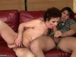 Голям бюст баба чукане с тя млад lover