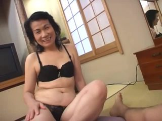 Matang warga asia pelacur loves menghisap berambut lebat zakar/batang