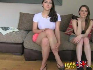Fakeagentuk two niñas feliz a joder él para un porno trabajo lezzing hasta y anal