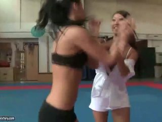 Amabella vs Sharon Lee