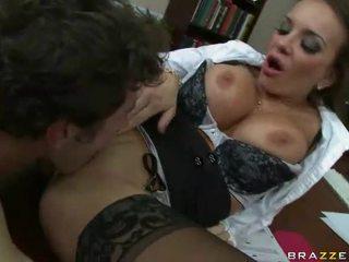 echt brunette seks, plezier hardcore sex, online kleren