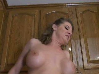 Гаряча зріла мама kayla quinn enjoys a taste з великий чорна пеніс
