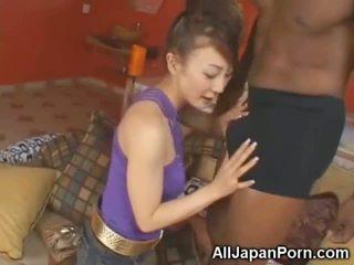 Sīka auguma aziāti sucks 10 inch melnas dzimumloceklis!