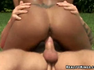 Dark Skinned Hottie Gisselle Rocking Taut Pussy On Thumpping Hard Cock