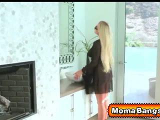 Van was shocked seeing jos gf being eaten iš iki jos žingsnis mama