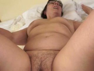 Caliente abuela loves joven cocks