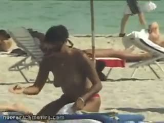 大 titty 裸體 海灘 g-string extravaganza