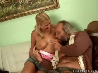 een tieten neuken, hardcore sex, orale seks