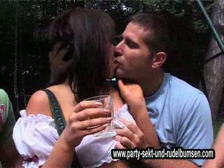 Väärinkäyttö fulldrunken huono gootti tytöt pitää käteinen dr1