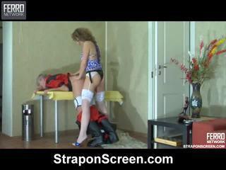 Сцени на cora, john, maurice от колан с пенис екран