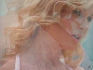 Blonde nana laura cristal masturbates