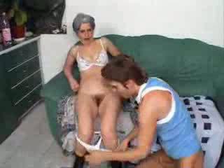 Abuela follando amigo hijo vídeo