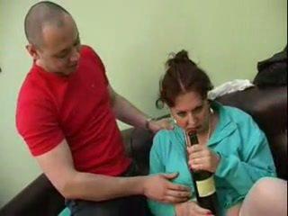 Guy gefickt seine betrunken mutter