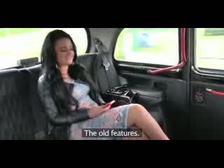 愛 クリームパイ 浮気 英国の ぽってり ふしだらな女 gets a プッシー フル の 精液 で taxi