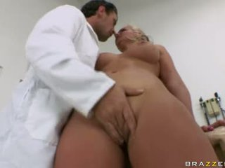 Phoenix Marie Babe Have Some Oral Pleasure For Sexy Doctor