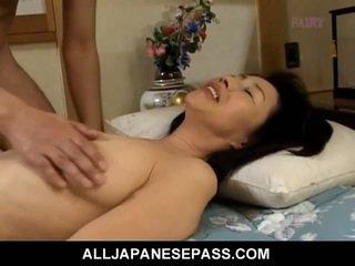 Makiko miyashita τσιμπουκώνοντας μαλλιαρό καβλί.