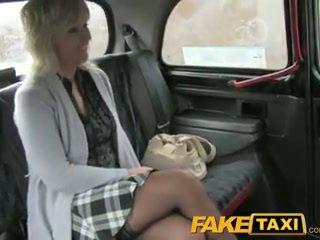Faketaxi zreli blondinke mama has the vožnja od ji življenje