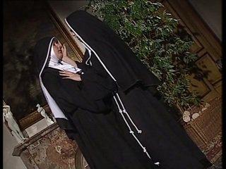 Lesbica nuns lecca ogni altro