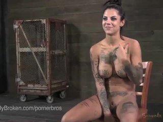 Bondaged 色情明星 tortured 和 利用