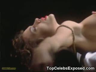 Monica bellucci sem camisa!