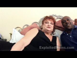 جدة receives bawdy cleft pounded بواسطة كبير أسود كوك