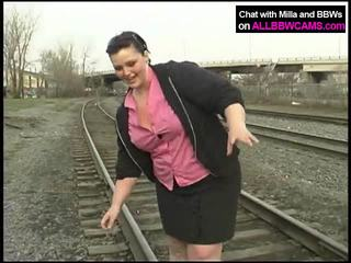 Mataba prinsesa gets hubo't hubad sa railway