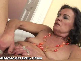 brunette video-, mooi masturberen porno, oud thumbnail