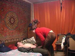 ロシア 成熟した ママ と 彼女の ボーイ! アマチュア!