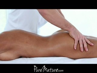 The purest of all matures, lisa ann gets a massage